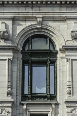 Gerestaureerd raam van de voorgevel