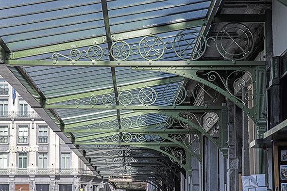 Nieuwe luifels rond de beurs. Foto 2019. A. de Ville de Goyet ©urban.brussels