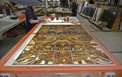 De glasramen tijdens de restauratie (foto 2017). © urban.brussels
