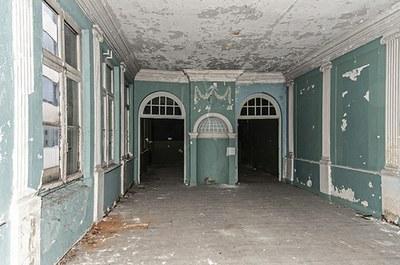18de-eeuws salon op de verdieping, voor restauratie. © urban.brussels