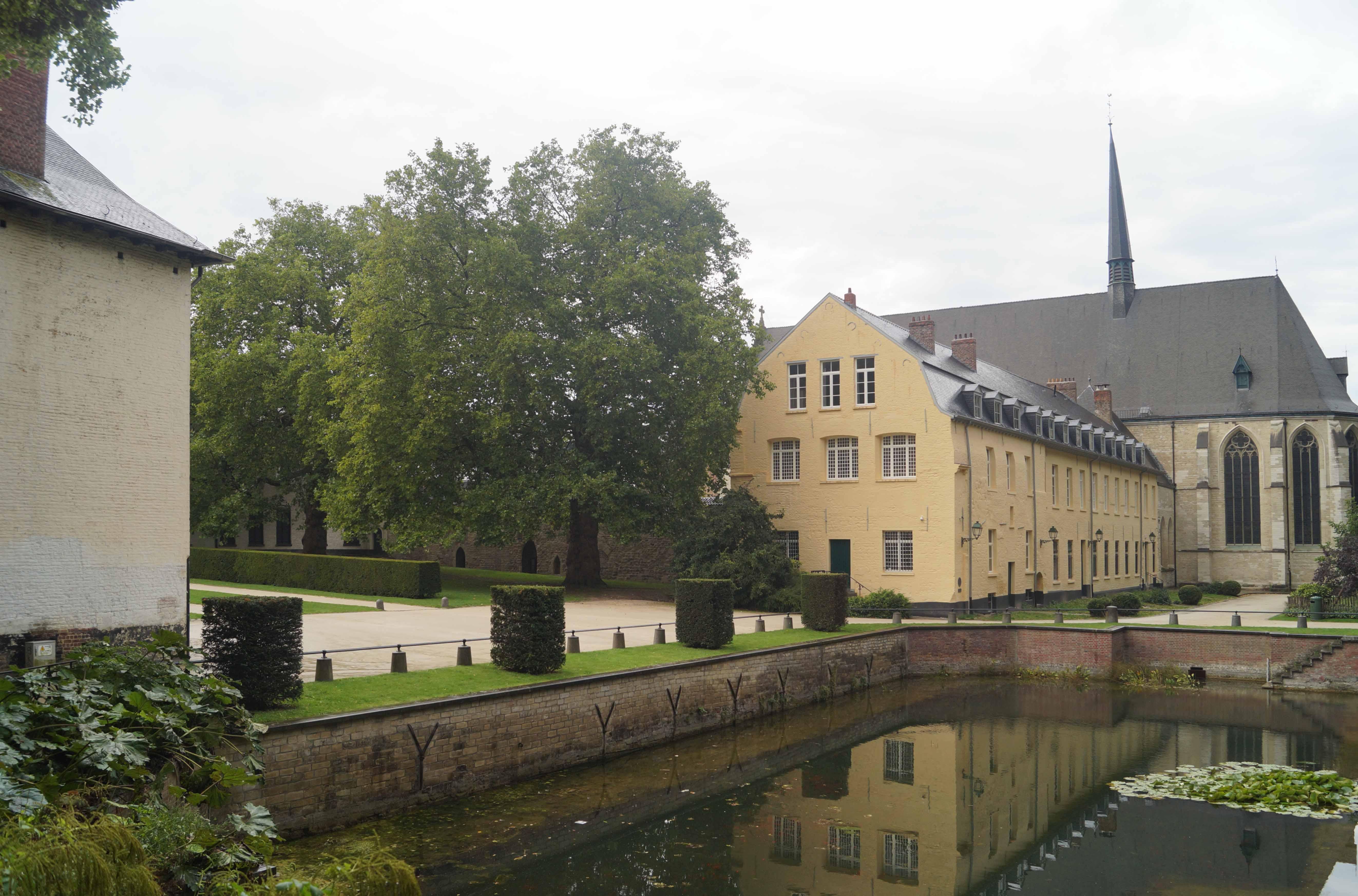 L'aile capitulaire de l'abbaye de La Cambre, fonctionnement et développement architectural du XIIIe au XIXe siècle.